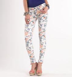 #bullhead #pacsun    FLORAL PANTS!!! LOVE THEM!!! I would totally wear that with a navy top or a coral top. so cute :)
