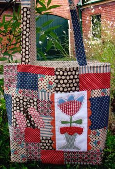 PATTERN  Shellies Bag  pretty pieced and applique bag by kate54, $15.50