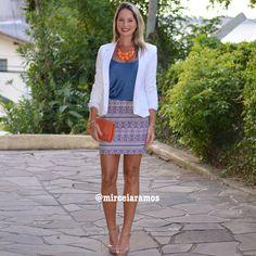 Look de trabalho - look do dia - look corporativo - moda no trabalho - work outfit - office outfit - spring outfit - look executiva - summer outfit - Blazer Branco - Mini saia - estampa étnica - blusa azul - bolsa laranja - orange - navy - white