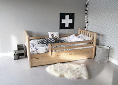 Supergaaf en handig bed. Zowel in peuterformaat en als eenpersoonsbed te verkrijgen. #jongensbed #hout #meidenbed # opberglade kinderbed.biz