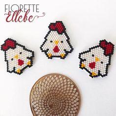 Après l'histoire des trois petits cochons , voici celle des trois petits poulets. Bon ils n'ont pas grand chose à raconter malheureusement. Ils aiment juste passer leurs journées à picorer du pain dur ⚠️ Reproduction interdite à la vente ! ⚠️ #florettellebe #bijoux #bijouxhandmade #bijouxdecreateur #bijou #cuir #bijouxcuir #madeinfrance #faitmain #handmadeisbetter #handmade #jewelry #jewelryaddict #mode #miyuki #perlesaddict #bijouperle #miyukibeads #miyukiaddict #miyukiaddict