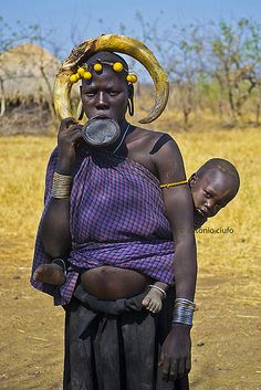 The Mursi (or Mun as they refer to themselves) people are the most popular in Ethiopia's Omo Valley. They are well known for their unique l. African Tribes, African Countries, African Women, We Are The World, People Around The World, Luge, Famous Black Artists, Mursi Tribe, Africa People