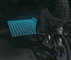 路上にグリッド状の光を落とす自転車ライト「Lumigrids」のご紹介します。