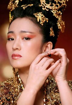 Gong Li in Curse of the Golden Flower, beautiful inspiration to my beadwork, the use of red and gold <3