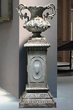 Vase with base style Louis XV