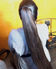 VIDEO - Mila's heavy ponytail - RealRapunzels Long Ponytail Hairstyles, Long Hair Ponytail, Long Ponytails, Braids For Long Hair, Indian Hairstyles, Straight Ponytail, Beautiful Long Hair, Gorgeous Hair, Long Dark Hair