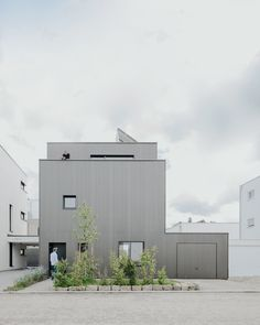 Haus B in Beinstein is a minimalist architecture project located in Beinstein, Germany, designed by Birk Heilmeyer und Frenzel Arhitekten. Minimalist Architecture, Amazing Architecture, Modern Architecture, Details Magazine, Micro House, Large Homes, Architect Design, Detached House, Scandinavian Design