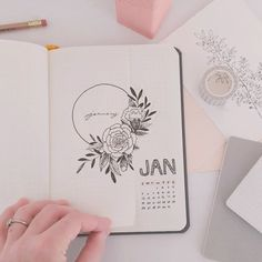 Shayda Campbell sur Instagram: Saturdays are for journaling! ❤️ Do you have your first monthly setup of 2020 done yet?? Watch my January Plan-With-Me on YouTube and be…