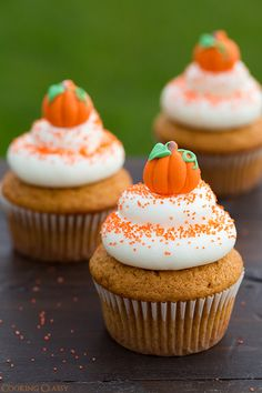 Pumpkin Cupcakes with Cream Cheese Frosting - these are the perfect fall cupcake! They are seriously DELICIOUS!! Click through for recipe!