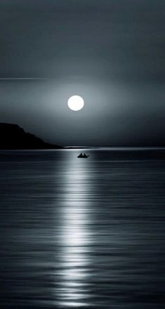 Photography Discover 20 Magical Moon Images That will make you think Twice if It& Real Or Not. Beautiful Landscape Wallpaper, Scenery Wallpaper, Cute Wallpaper Backgrounds, Dark Wallpaper, Beautiful Landscapes, Apple Wallpaper, Phone Backgrounds, Moonlight Photography, Moon Photography