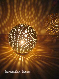 keramická+Lampa+elektrická+-+Mléčná+dráha+17cm++Keramická+Lampave+tvaru+koule+průměr+cca+17cm,+na+elektrické+připokení+15-25w/elektrické+připojení+je+součástí/+Barva+:Bílá+UPOZORNĚNÍ:+SVÍCEN+POSÍLÁME+POJIŠTĚN-za+doručení+odpovídá+Česká+pošta!+Upozorňujeme+,+že+při+jakém+koli+poškození+tohoto+výrobku+Reklamujte+nejpozději+do+2pracovních+dnů+na...