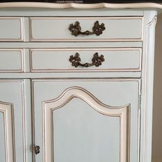 Cece Caldwells Nantucket Spray, Annie Sloans old white and general finishes white glaze. Love!! @jaimea4