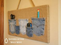 Denim Pocket Organizer I have a few burlap canvas to put blue jean pockets on. Sewing Crafts, Sewing Projects, Ideas Prácticas, Ideas Party, Jean Crafts, Denim Ideas, Pocket Organizer, Laundry Organizer, Diy Organizer