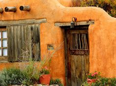 Santa Fe Adobe, Canyon Road by beegardener, via Flickr