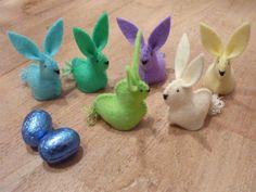 Ingrids creaties .: Eitjes hazen van Atelier Poppeniekje . Felt Bunny, Easter Bunny, Easter Eggs, Easter Crafts, Holiday Crafts, Bunny Crafts, Ester Decoration, Crafts To Do, Crafts For Kids