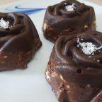 Videolu anlatım Aşırı Lezzetli: Çikolata Kaplı Mozaik Pasta (Videolu) Tarifi nasıl yapılır? 5.942 kişinin defterindeki bu tarifin videolu anlatımı ve deneyenlerin fotoğrafları burada. Yazar: Esra Atalar Birinci