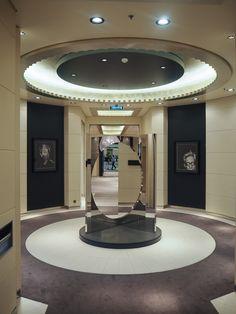 GALLERY ON THE SEA || An Bord des Kreuzfahrtschiffes EUROPA 2 gibt es rund 900 Kunstwerke. || The luxury cruise ship EUROPA 2 showcases 900 pieces of art. || © Hapag-Lloyd Cruises Cruises, Blue Yellow, Art Pieces, Ship, Mansions, Mirror, Luxury, House Styles, Gallery