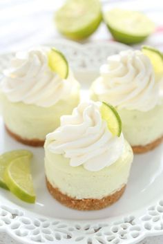 Mini Desserts That Will WOW Your Wedding Guests These Mini Key Lime Cheesecakes feature an easy homemade graham cracker crust topped with a smooth and creamy key lime cheesecake filling. The perfect dessert for any time of year! Easy Mini Cheesecake Recipe, Key Lime Pie Cheesecake, Mini Cheesecake Bites, Mini Cheesecakes, Raspberry Cheesecake, Cheesecake Desserts, Pumpkin Cheesecake, Creamy Key Lime Pie Recipe, Lemon Meringue Cheesecake