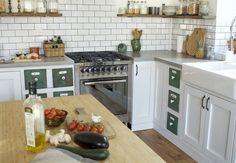 Házprojekt: a konyhaszekrények festése