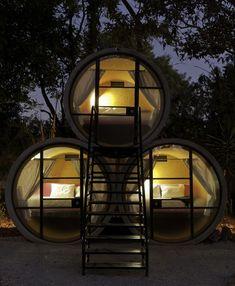 hotel hecho con tubos de hormigon reciclados