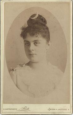 1888: Baroness Maria Vetsera; mistress of Crown Prince Rudolf of Austria-Hungary.
