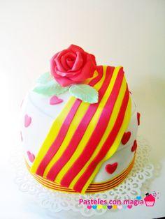 tarta diada de cataluña- cake national day of catalonia. Tarta sant Jordi. - romance cake -  i love catalonia