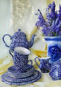 This blue and white calico vintage tea set is bright, cheerful, and lovely. Blue And White China, Blue China, Love Blue, Blue Dishes, White Dishes, Objets Antiques, English Pottery, English China, Teapots And Cups