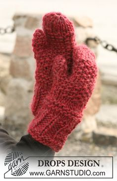 "Texture knit DROPS mittens in ""Eskimo"" ~ DROPS Design"