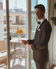 Image uploaded by 𝑨𝒏𝒏𝒂👧🏻💜. Find images and videos about boy, the flash and grant gustin on We Heart It - the app to get lost in what you love. Concessão Gustin, Tyler Gustin, Between Serie, Supergirl, O Flash, Flash Barry Allen, The Flash Grant Gustin, Naya Rivera, Celebrity Moms