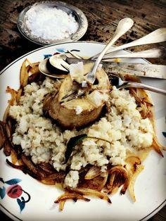 Risotto de topinambours / oignons doux rôtis au beurre / bouillon d' os à moelle ....