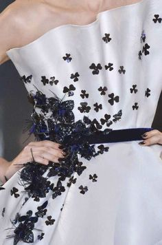 """patternprints journal: PRINTS, PATTERNS AND DETAILS INTO """"COUTURE"""" WOMAN COLLECTIONS FALL/WINTER 2014-15 / Ralph & Russo Couture Details, Fashion Details, Fashion Design, Fashion Today, Fashion Show, Vintage Couture, Vintage Chanel, Ralph & Russo, Embroidery Neck Designs"""