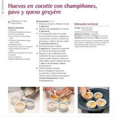 Huevos en cocotte con champiñones, pavo y queso gruyère