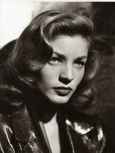 Lauren Bacall in Dark Passage, 1947 Lauren Bacall, 1940s Hairstyles, Wedding Hairstyles, Pelo Vintage, Glamour Hair, Vintage Wedding Hair, 1940s Wedding, Cooler Look, Vintage Glamour