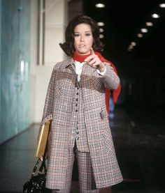 Mary pulls off matchy-matchy. Mary Taylor Moore, Mary Tyler Moore Show, 70s Outfits, Pretty Outfits, Fashion Outfits, Fashion Tv, Retro Fashion, Seventies Fashion, Vintage Fashion Photography