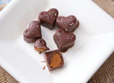 Sukkerfri sjokolade med salt peanøttkaramell