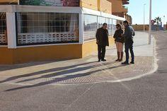 L'Ajuntament fa accessible la vorera del carrer Garbí de la platja de Tavernes