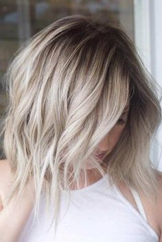 Sometimes creating Insta-worthy hair doesn't need to require hours of labor. Jeffrey Robert ( created this stunning beige blonde by using just two techniques: b… Beige Blonde Hair Color, Beige Hair, Cool Toned Blonde Hair, Blonde Ombre Short Hair, Platinum Blonde Hair, Hair Shadow, Shadow Roots, Onbre Hair, Babylights Blonde