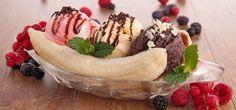Banana Split Dessert Ice Cream Ingredients of Homemade Banana Split Ice Cream Banana Split Dessert Ice Cream . Some people think that it's difficult to prepare banana ice cream. Banana Split Dessert, Banana Split Ice Cream, Kinds Of Desserts, Köstliche Desserts, Delicious Desserts, Dessert Recipes, Asda Recipes, Sweet Recipes, Banana Com Chocolate