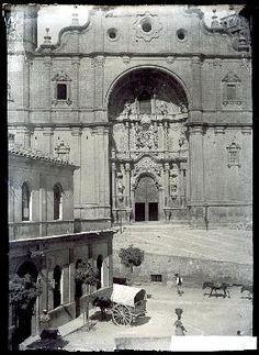 Alcañiz, 1910 (Foto Juan Cabré) Antonio Mora, Artwork, Horse Shoes, Foot Prints, Circuit, Antique Photos, Drive Way, Viajes, Xmas