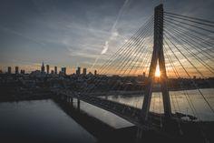 Most Świętokrzyski, Wisła, Warszawa. Zachód Słońca między ramionami pylonu.  #warszawa #warsaw #wisła #vistula #sunset #dji #djiphantom4pro