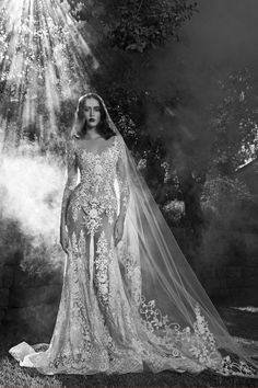 Fashion Friday: Zuhair Murad Bridal Fall 2016 | Sheer | Illusion Lace | Detachable Skirts | Sparky | Beading | Daring | Bold | Elegant | http://brideandbreakfast.hk/2016/01/15/zuhair-murad-bridal-fall-2016/