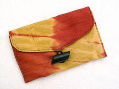 Bazin orange et jaune - Pochette, étui à lunettes ou blague à tabac en bazin avec bouton vintage, pochette ethnique, pochette africaine de la boutique DLFine sur Etsy