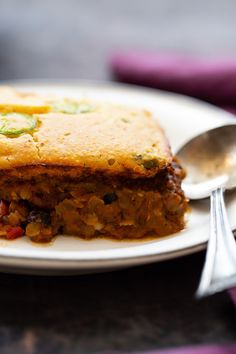 Jalapeno Chili Cornbread Casserole is an easy vegan comfort food casserole recipe with a quick jalapeño cheddar cornbread crust baked right on top! It's warm and savory and comes together in one dish. #casserole #cornbread #easyrecipes Chili Cornbread Casserole, Vegan Cornbread, Casserole Dishes, Casserole Recipes, Delicious Vegan Recipes, Raw Food Recipes, Vegetarian Recipes, Yummy Food, Jalapeno Chili