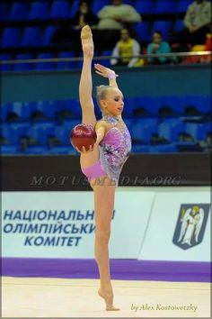 Little Yana Kudryavtseva (Russia)
