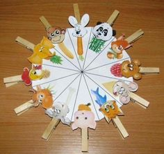 U can write herbivores, carnivores. On the wheel, and the animals on the pegs. Farm Animals Preschool, Preschool Learning Activities, Infant Activities, Educational Activities, Kids Learning, Diy And Crafts, Crafts For Kids, Teaching Aids, Kids And Parenting
