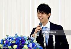 476349558-figure-skater-yuzuru-hanyu-speaks-during-a-gettyimages.jpg (594×408)