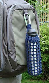 Clip On Water Bottle Holder - free pattern from Right Brain Crochet Moss ༺✿ƬⱤღ… Crochet Gifts, Cute Crochet, Water Bottle Holders, Water Bottles, Bottle Bag, Bottle Carrier, Crochet Purses, Crochet Bags, Crochet Kitchen