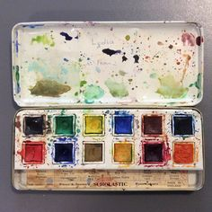 My vintage watercolour set, passed down from my aunt to my mum to me. Loving ultramarine mixed with crimson lake #lettherebepaint @rebeccafeinerdesign