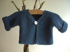 http://www.cachemire-etc.com J'ai refait ce cardigan tout simple que j'aime beaucoup: Il est tricoté avec des aiguilles n° 5 et le...