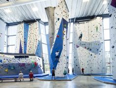 Image 6 of 13 from gallery of Allez UP Rock Climbing Gym / Smith Vigeant Architectes. Photograph by Stéphane Brugger